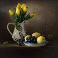 С желтыми тюльпанами :: Татьяна Карачкова