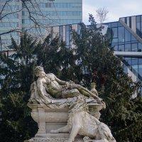 Памятники в парке :: Witalij Loewin