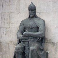 Скульптура русского воина / фрагмент монумента/ :: Galina Leskova