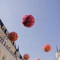 Висячие шары :: Владимир Левый