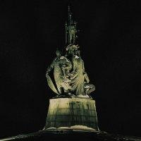 Памятник основателям Сургута. :: Евгений Косин