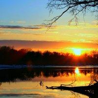 Уходит солнце на покой... :: Евгений Юрков