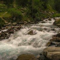 горная река :: Горный турист Иван Иванов