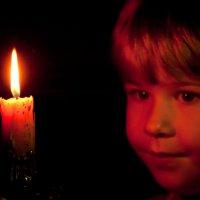 Горит свеча... :: Михаил Гажур