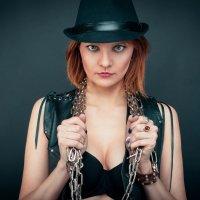 Скованные одной цепью... :: Юлия Астратенко