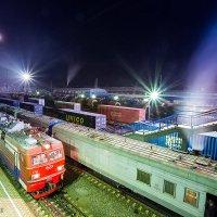 Пассажирский поезд 361 (Наушки - Иркутск Пасс.) на ст Слюдянка1 и  багажный 973 :: Алексей Белик