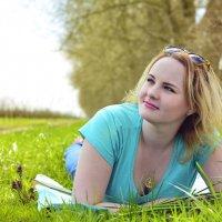 Там за холмами солнце запело... Сделаешь шаг — за тобою весна. :: Ксения Заводчикова