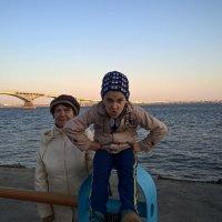 На фоне моста :: Алексей Чипиго
