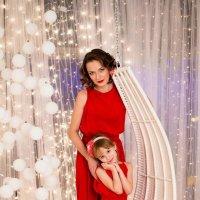 Девушки в красном :: Наталия Макеева