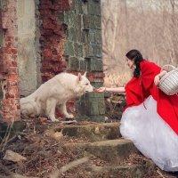 красная шапочка и белый волк :: галина кинева