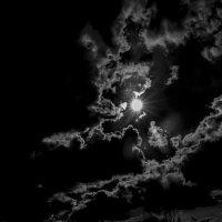 Солнце во мраке ... :: Станислав Лазарев