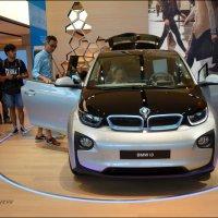 BMW i3.  В электромобиле можно посидеть, потрогать, покрутить... :: Anna Gornostayeva