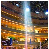 Цвето-музыкальный фонтан в закрытом помещении :: Рамиль Хамзин