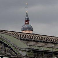 Вокзал и церковь :: Witalij Loewin