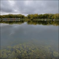 Озеро в парке :: Николай Емелин