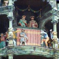 Верхний ярус фигурок -  рыцарский турнир, проходивший в 1568 году по случаю свадьбы будущего герцога :: Anna Gornostayeva