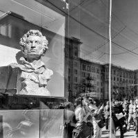 Но где бы бюст твой не стоял, взгляд обращён всегда к России :: Ирина Данилова