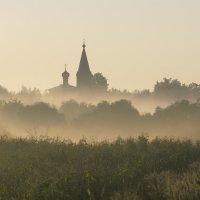 в волнах тумана :: Александр С.