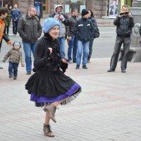 Танец прямо на улице :: Ростислав
