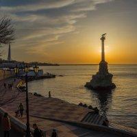 Закат в Севастопольской бухте :: Александр Гапоненко