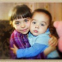 Мы с тобой сестра и брат: Нашей мамы две кровинки. Как в народе говорят: Две родные половинки. :: Людмила Богданова (Скачко)