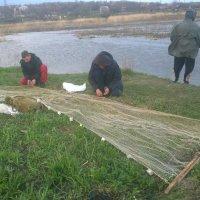 Суровая рыбалка... :: Виталий Бережной