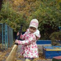 Листья желтые над городом кружатся... :: Vladimir 070549