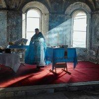 Служба в возрождаемом храме :: Анжела Усманова