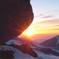 Заход солнца высоко в горах Приэльбрусья :: Vladimir 070549