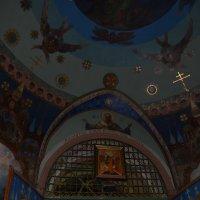 над входом в церковь :: Галина R...