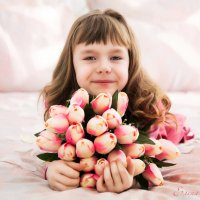 Девочка с тюльпанами :: Елена Рябчевская