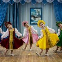 Танец матрёшек. :: Геннадий
