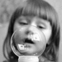 о мыльном пузыре.. :: Лариса Красноперова