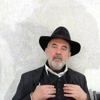 В шляпе :: Отто Шельник