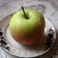 Наливное яблочко :: Елена Семигина