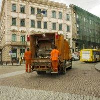 Тбилисские мусорщики :: Алексей Окунеев