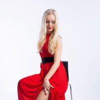 девушка в красном :: Ксения Воробьева