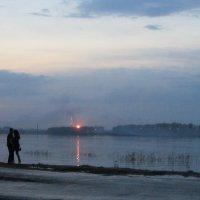 Свидание при искусственном закате. :: Сергей Воронков
