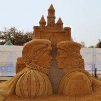 Скульптура из песка. Принц и нищий. :: Владимир Болдырев