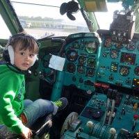 В кабине самолета :: Ростислав