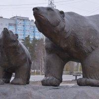 Ноябрьск.Памятник белым медведям. :: Лариса Красноперова
