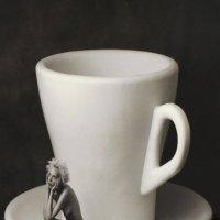 Ну хотя бы кофе-то налейте... :: Николай Ярёменко