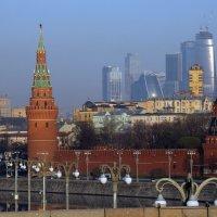 Кремль и Сити :: Михаил Бибичков