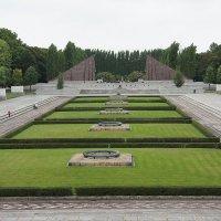 Воинский мемориал в Трептов-парке :: Елена Павлова (Смолова)