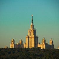 Над городом :: Александр Барановский