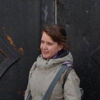 портрет девушки  у варот :: Сергей
