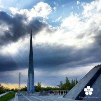 Мемориальный комплекс Цицернакаберд в Ереване :: Levon Kiurkchian