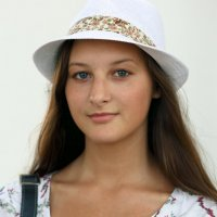 незнакомка в шляпе :: Олег Лукьянов