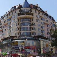 Жилищно - торговый  дом  в  Ивано - Франковске :: Андрей  Васильевич Коляскин