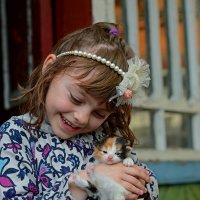А Вы любите маленьких..? :: Александр Бойко
